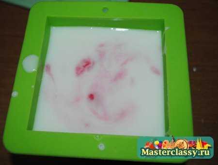 мыло своими руками клубничное