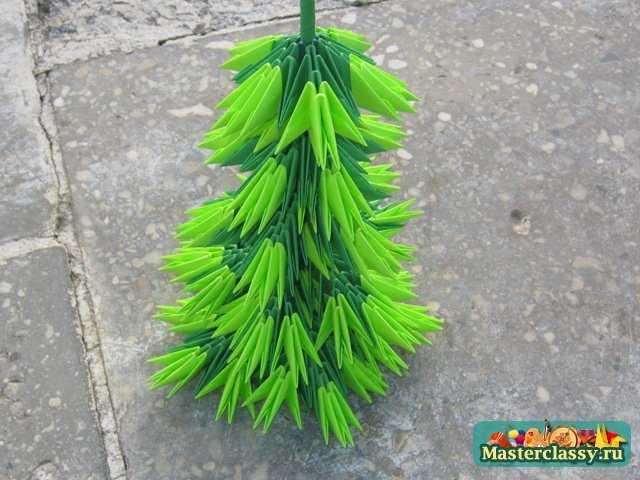 Модульное оригами Елка.  Елочка из модулей темно-зеленого цвета - настоящая лесная красавица и неотъемлемая часть...