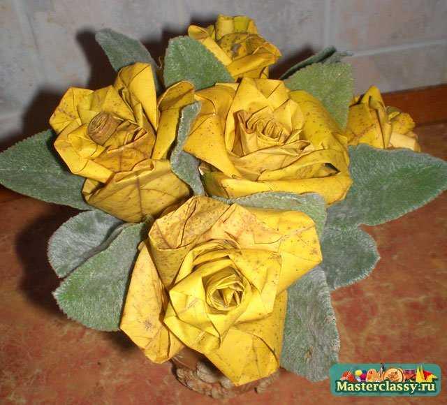 Вся листва уже поменяла цвет, а они остались такими...  Красивая шкатулка.  Коробочка-оригами для подарка.