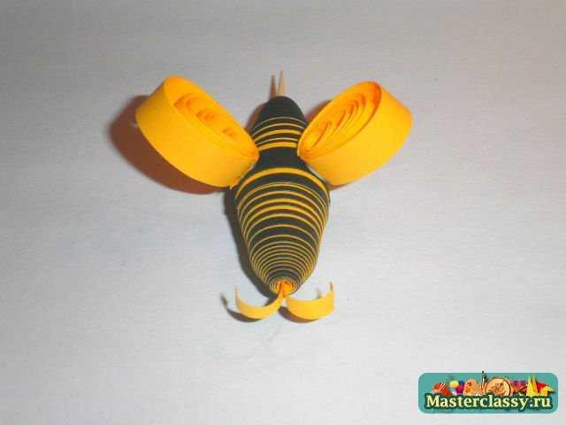 Готовую пчелу приклеить к