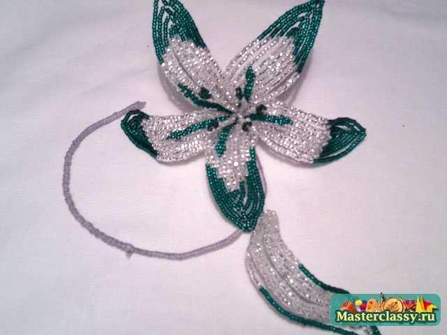 Белоснежный цветок из бисера