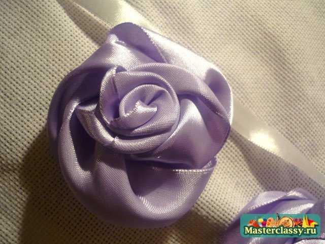 Вышивка лентами.  Фиолетовая фантазия из роз.  Мастер класс.