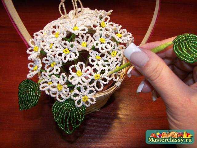 Цветы из бисера своими руками. Корзинка с ромашками и лилией