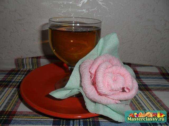 Как сделать розу из салфетки?  Мастер класс.