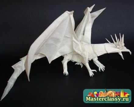 драконов из бумаги много.
