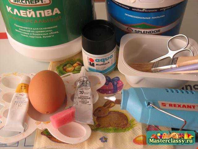 Декупаж пасхального яйца. акриловые краски: белая, серебряная и желтая. матовый акриловый лак для финишной отделки...