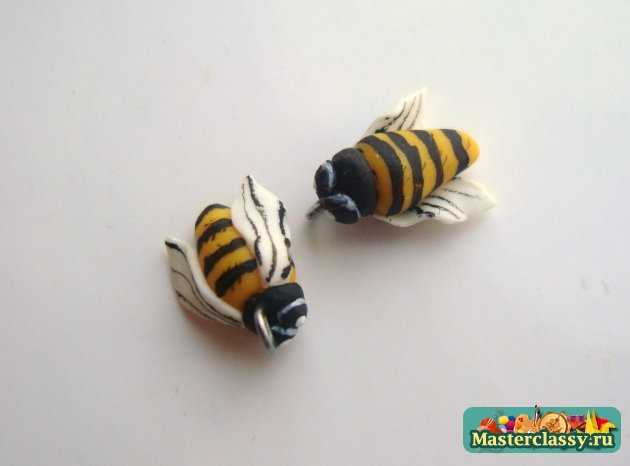 пчёлок с обеих сторон.