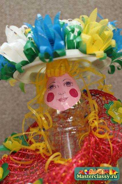 Поделка кукла из пластиковых стаканчиков