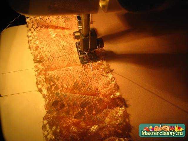 33.Из атласной ленты завязываем бантик.