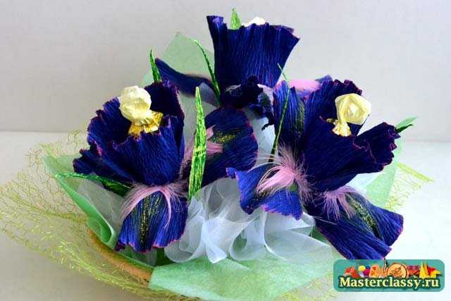 Подарки из конфет. Цветущие ирисы. Мастер класс с пошаовыми фото