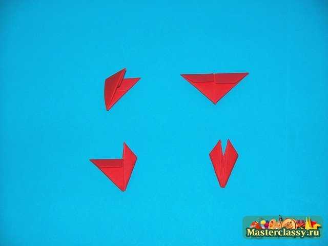 К собранным деталям из треугольных модулей добавляем глаза будущего цыпленка.  Глаза можно изготовить из...