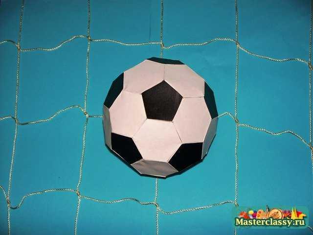 Эти шары называются кусудама.  Поскольку футбольный мяч - это шар, то и сделаем его как изделие в технике оригами...