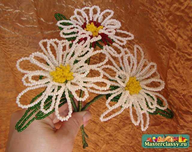 Бисероплетение цветы - схемы простого цветка ромашка с лепестками, ромашка из бисера, брелок.  Бисер.