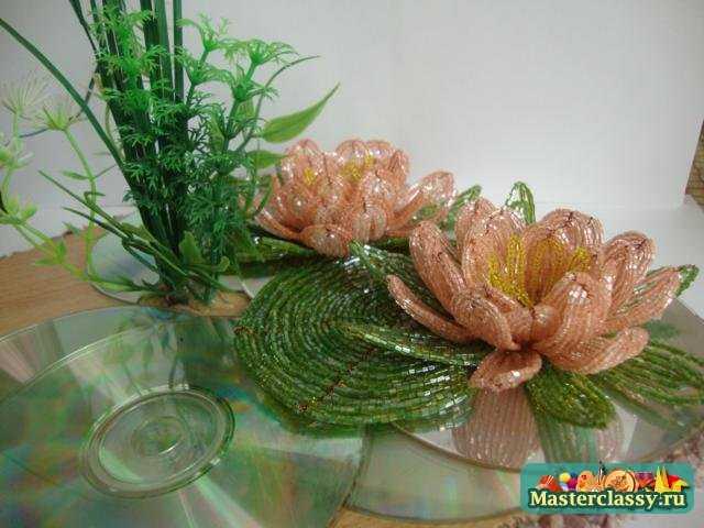 3 окт 2013 Герберы - цветы из бисера, схемы плетения.  Метки: цветы из бисера бисероплетение лилии из бисера...