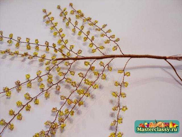 Для этого берём 5 веточек с листиками и собираем их в пучок на железный стержень. дерева из бисера.