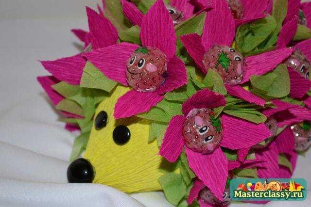 Подарки из конфет. Мастер класс Ёжик для детишек