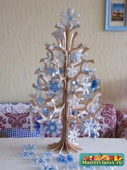 Снежинки из пластиковых