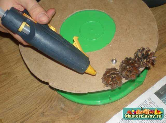поделки как сделать елку из шишек
