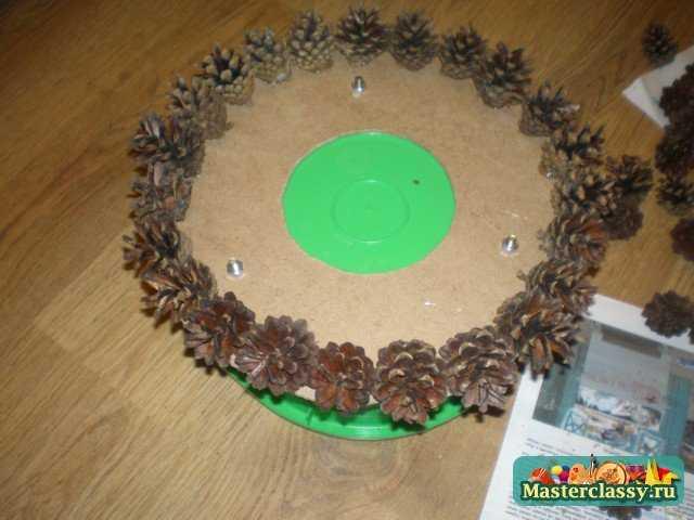 поделки как сделать елку из шишек.