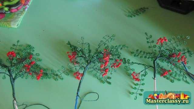 Осенняя рябина из бисера Мастер класс с пошаговыми фото.
