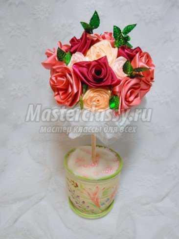 Цветочное дерево с розами из атласных лент.