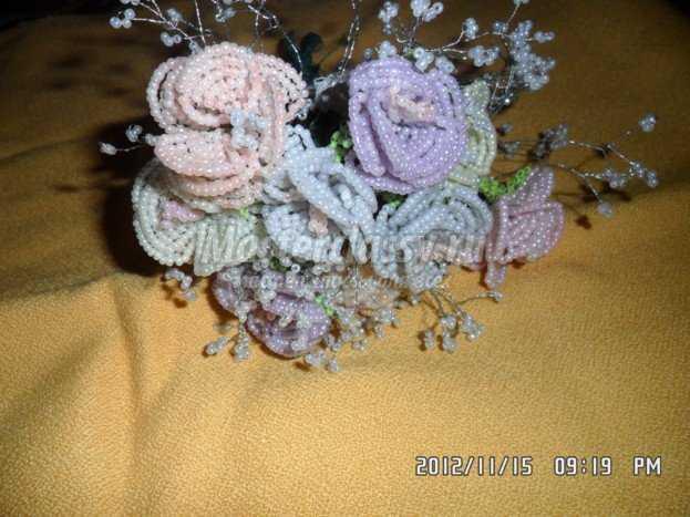 ...с вами попытаемся сделать своими руками удивительно красивую розу из бисера, мастер класс по изготовлению которой.
