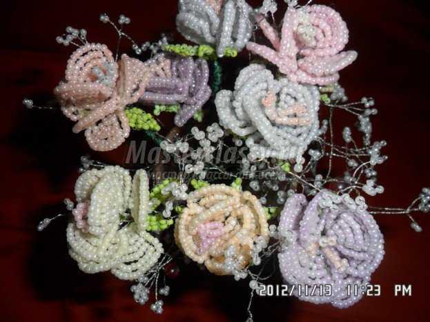 Цветы из бисера своими руками.  Букет роз.
