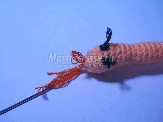 вязание крючком. Змея-магнит. Мастер класс с пошаговым фото