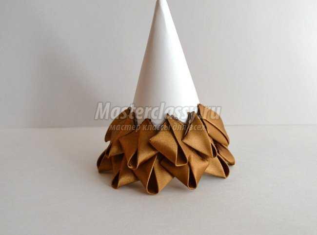 Новогодняя елочка из лент в стиле артишок