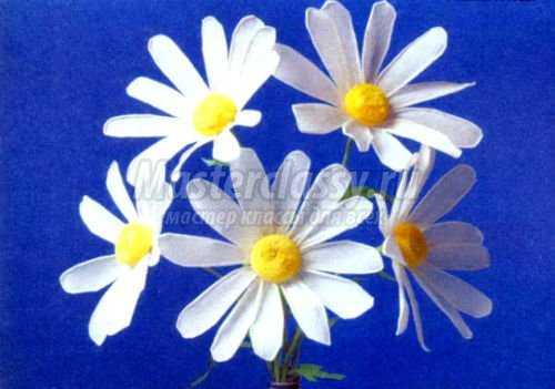 цветы из гофрированной бумаги.