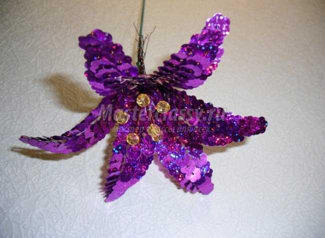 лилия из бисера пайеток