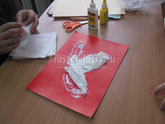 Затем, из бумаги «Снегурочки» вырежем