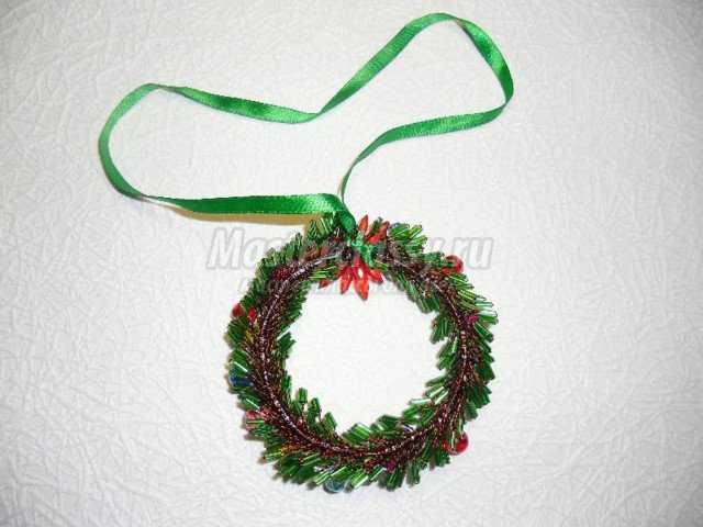 рождественский венок из бисера.