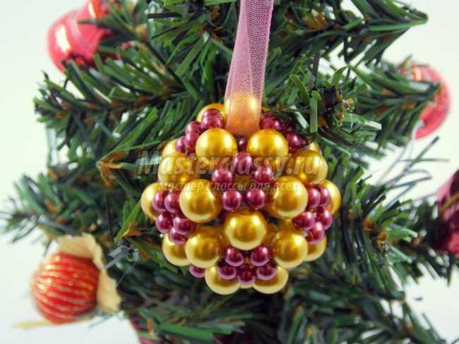 Как сделать шар из бисера на Новый год?