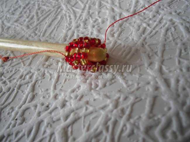 яйца из бисера мастер класс видео. мозаичное плетение схемы плоских фигур. елка из бисера схема. орхидея из бисера мк...