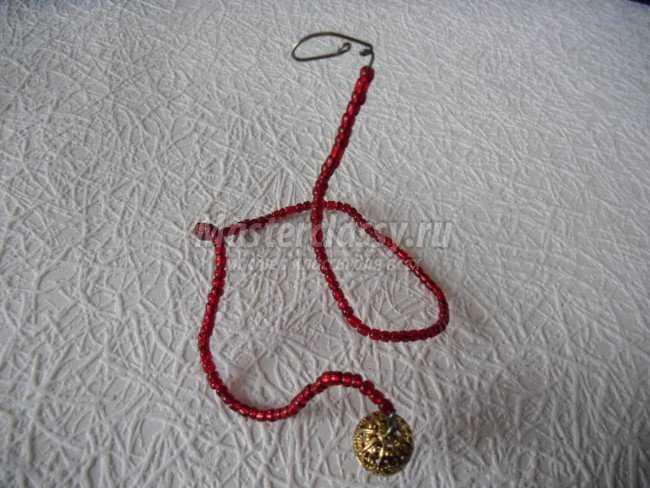 Вот . . плетение из бисера Как сплести змею из бисера . делаем из большого бисера, а... Вам интересно...