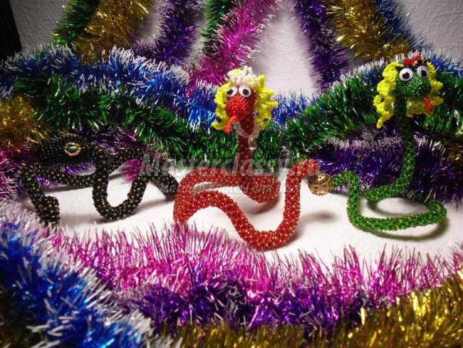 змея из бисера фото.