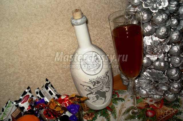Трафаретная роспись бутылки для вина «Геральдика». Мастер класс с пошаговыми фото