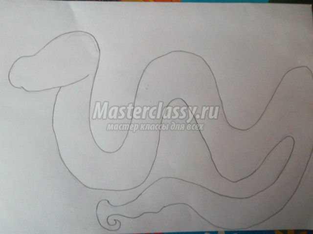 Делаем фигурки на голову змейки.  Голову сделаем в виде мозайки.  Фигурки нужно сделать разной формы.