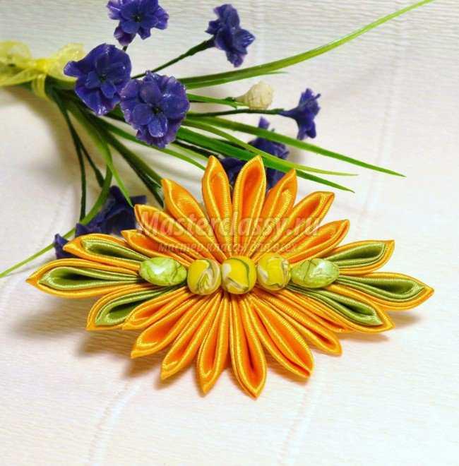 Заколка канзаши. Оранжевый цветок
