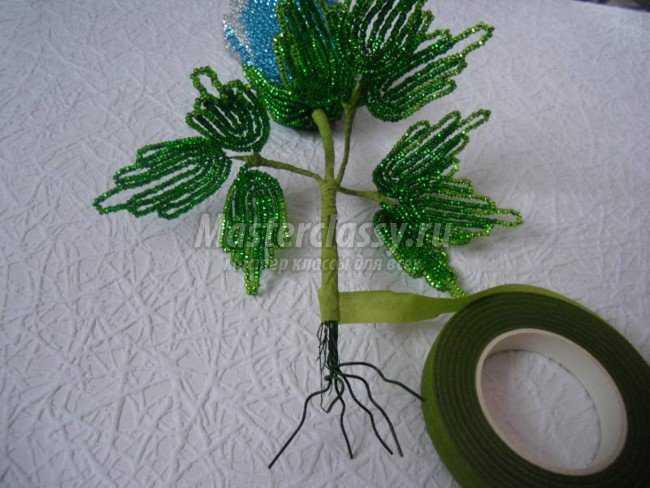 Куст роз из бисера, МК розы их бисера,петельная техника, французское плетение, Фото мастер класс на http...