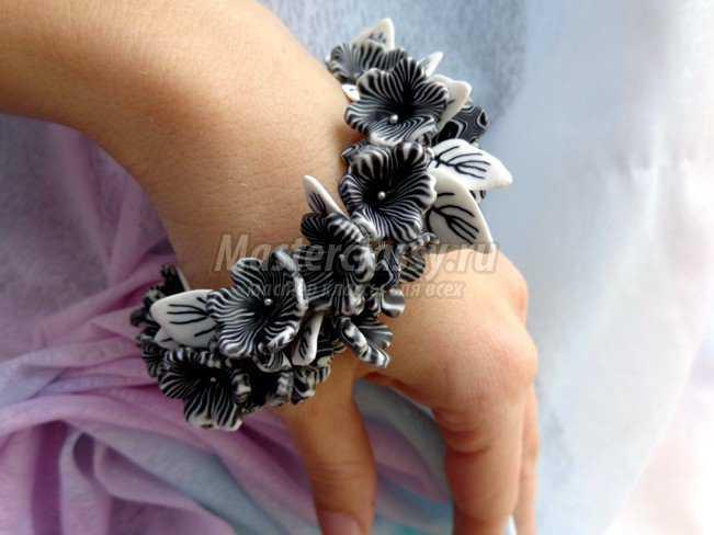 Черно - белые украшения из пластики