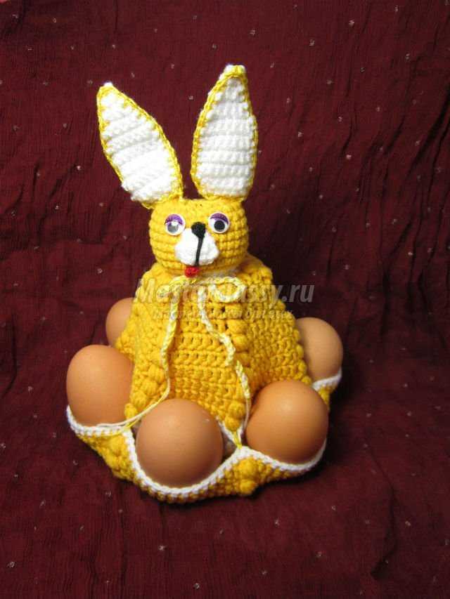 вязание пасхального зайца для яиц.