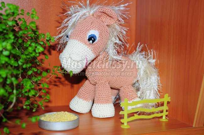 2014 лошадка вязаная