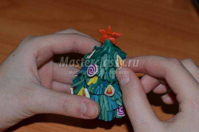новогодняя ёлка из пластилина