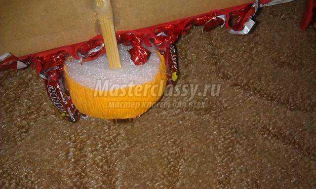 подарки из конфет. Пожарная машина