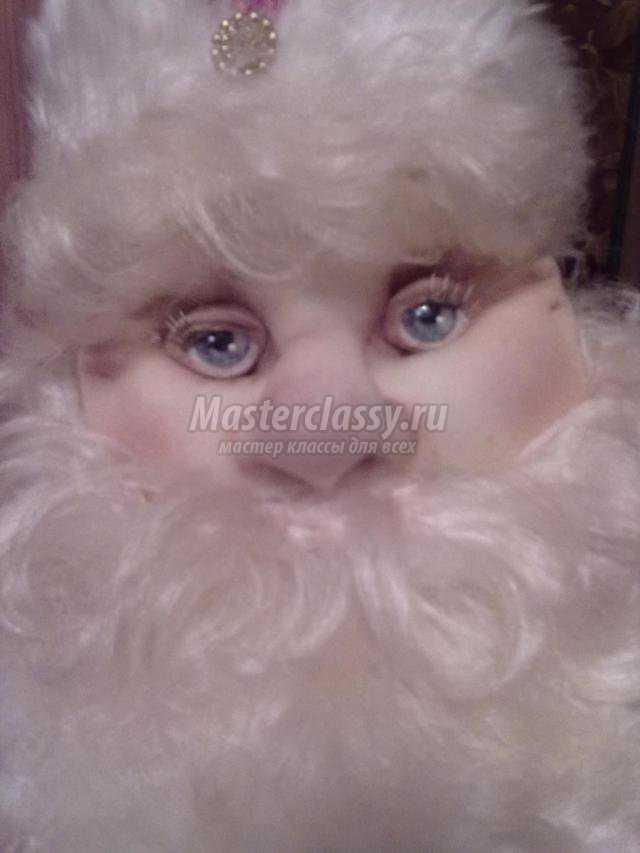По тому же принципу изготовляется текстильная кукла - Снегурочка.