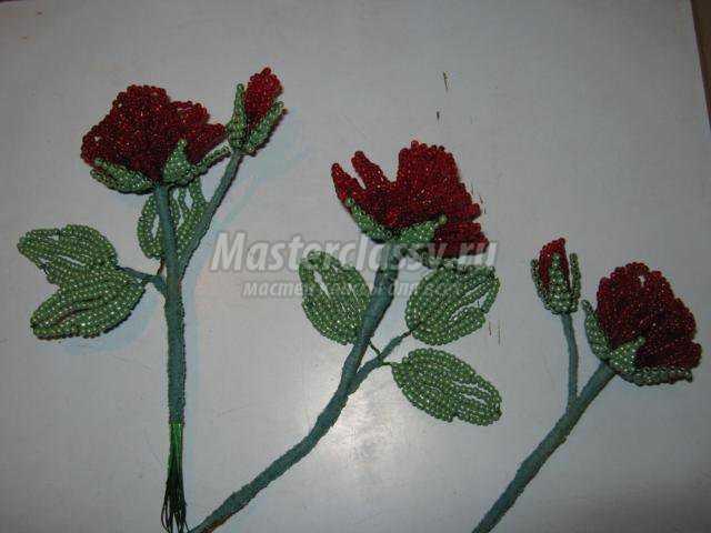 подарки к 8 Марта.  Роза из бисера.