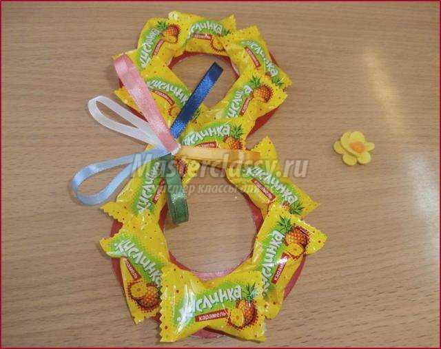 8 марта из конфет своими руками