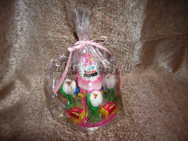 Подарок из конфет для девочки мастер